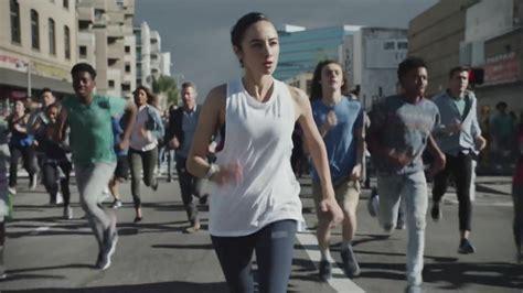 commercial girl running 止まった地球をハムスターのごとくみんなで回せ という全人類規模のプロジェクト choose go gigazine