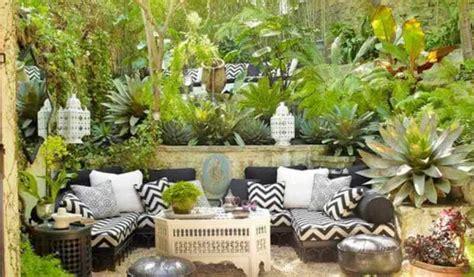 decorar patio con bancos como decorar un patio pequeo con poco dinero free terraza