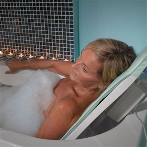 Neptune Recliner Bath Lift Elite Find Of The Day Neptune Portable Reclining Lift Offers Deluxe Bath