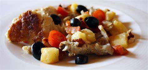 cucinare il merluzzo in padella filetti di merluzzo in padella con patate pomodorini e