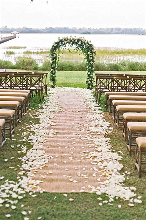 Rustic Wedding Decor by 25 Best Ideas About Rustic Chic Weddings On