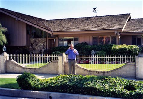 Floor Plan Of The Brady Bunch House by Brady Bunch House Exterior Www Pixshark Com Images