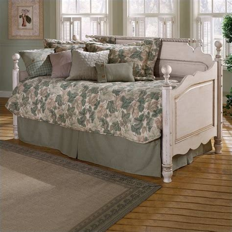 White Wood Daybed With Trundle Wilshire Wood Daybed In Antique White Finish With Pop Up Trundle 1172dblh Pkg