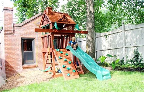 Compact Backyard Playset by Best 25 Small Swing Sets Ideas On