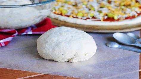 membuat adonan pizza tipis begini loh tips praktis bikin adonan pizza di rumah