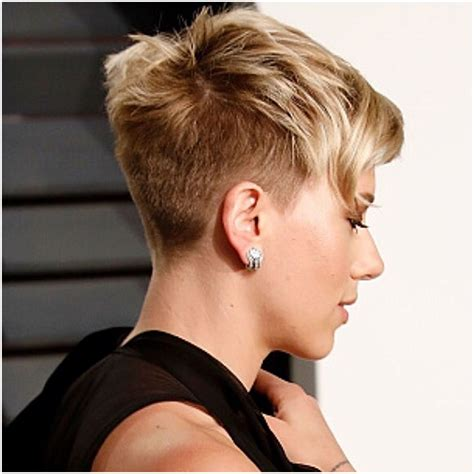 why scarlett johansson cut hair scarlett johansson gettyimages short hair pinterest