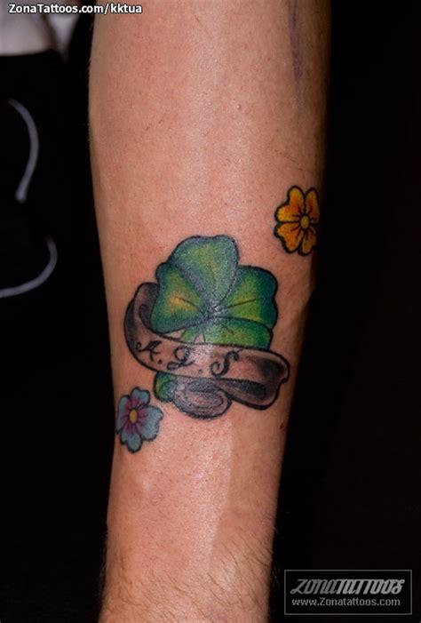 imagenes de tatuajes de trebol pin tatuaje trebol de 4 hojas en la mueca tatuajes fotos