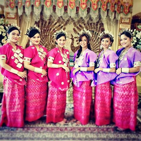 Baju Bodo Wisuda malindadh bridesmaids webstagram the best instagram viewer baju bodo