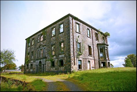 2 abandoned mansions of ireland ii more portraits of forgotten stately homes books ireland abandoned and big houses