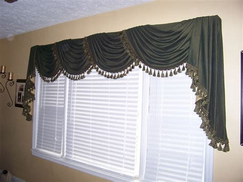 Swags And Cascades Curtains 25 Best Ideas About Swags Cascades On Pinterest Silk Window Coverings And Cloths