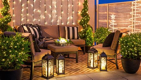 6 Christmas Lighting Ideas for a Porch, Deck or Balcony