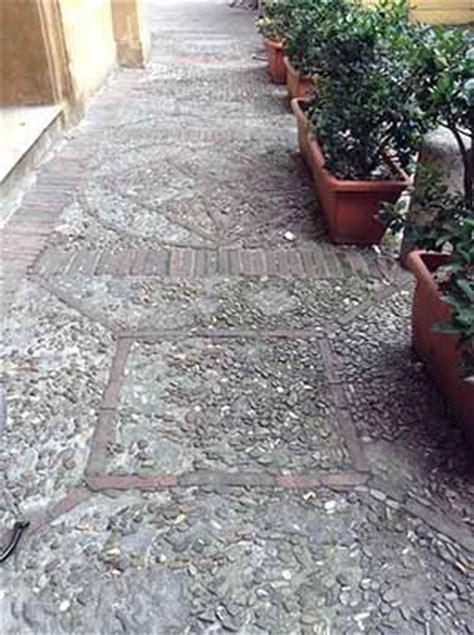 pavimenti geometrici pavimento di ciottoli per esterni