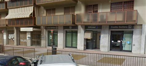 banco credito siciliano palermo tenta rapina in ma poi se ne pente