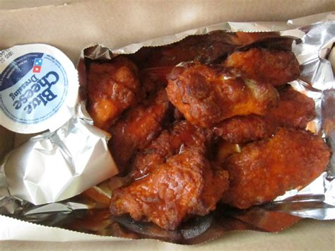 Domino Pizza Wings | the great pizza chain buffalo wing off brand eating