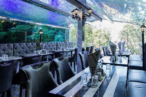 aquarium design mumbai this unique aquarium tunnel mumbai cafe makes you feel