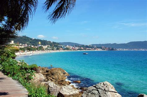garota de praia praias de santa catarina sc tripadvisor elege duas praias de bombinhas melhores de sc