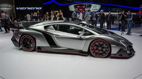 Lamborghini Veneno Vs Lamborghini Aventador This Is The Lamborghini Veneno Top Gear