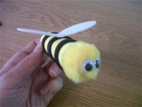How To Make A Paper Bee - how to make a bee finger puppet paperblog