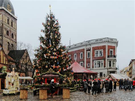 fototour der weihnachtsbaum auf dem weihnachtsmarkt am