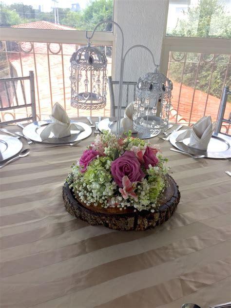 decoracion mesas centro centro de mesa en tronco con flor jaulas arreglo