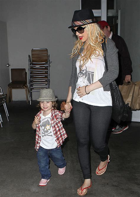 Aguilera Bratman To Host New Years by Aguilera Announces Split From Husband