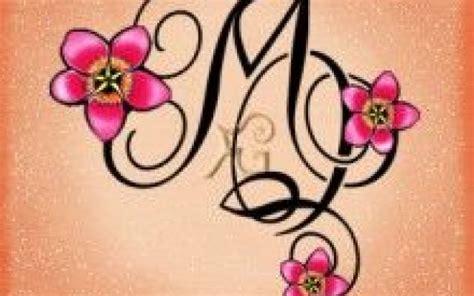 tatuaggi farfalle e fiori di pesco bellezza lettere stilizzate mq 4 monogrammi per