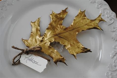 spray paint on leaf leaf place cards
