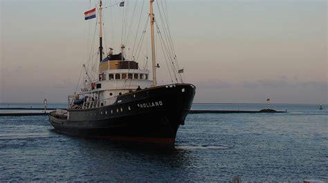 bruinvis aangevallen door grijze zeehond leeuwarder - Sleepboot Holland Vastgelopen