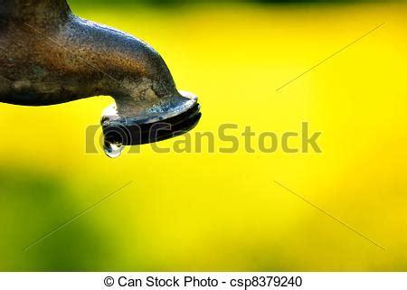 photographies de eau robinet goutte eau robinet