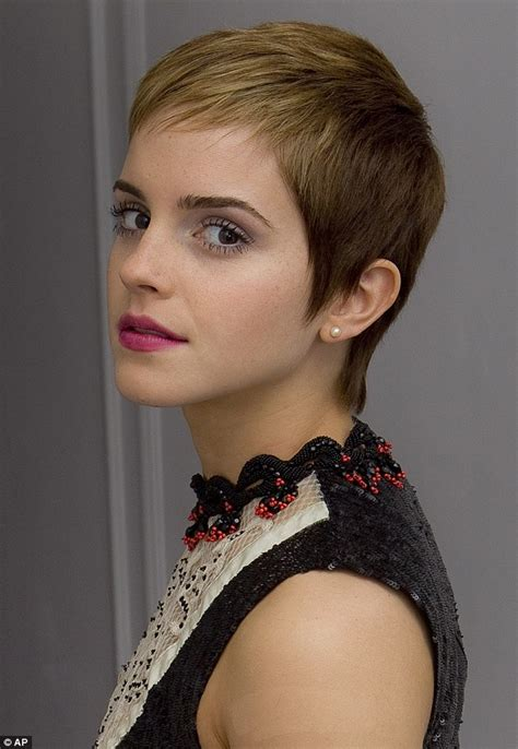 emma watson pixie cut emma watson debuts gorgeous ombr 233 colouring in her tousled
