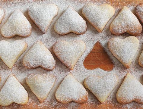 kalp kurabiye sade kalp kurabiye kolay kurabiye tarifleri