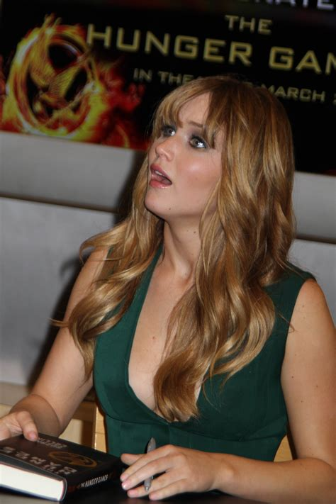 Barnes Nole Jennifer Lawrence The Hunger Games Cast Signing At