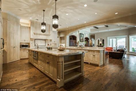 Bath Vanities Dallas Jordan Spieth 21 Buys Stunning 2 3m Dallas Mansion
