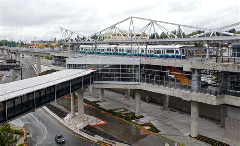 seattle hotels near light rail seattle tacoma international airport