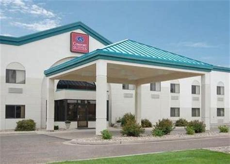 comfort inn and suites bismarck comfort suites bismarck bismarck deals see hotel photos
