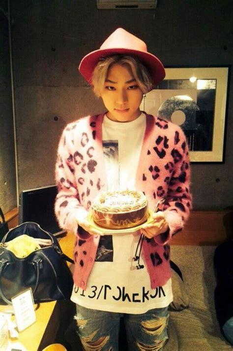 hyuna tattoo 2015 지코 핑크 플로피햇에 카디건 입고 블락비 일본 데뷔했습니다 텐아시아
