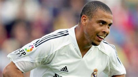 Kaos Ultimate C Ronaldo 5 fifa 18 cristiano ronaldo revealed as global cover