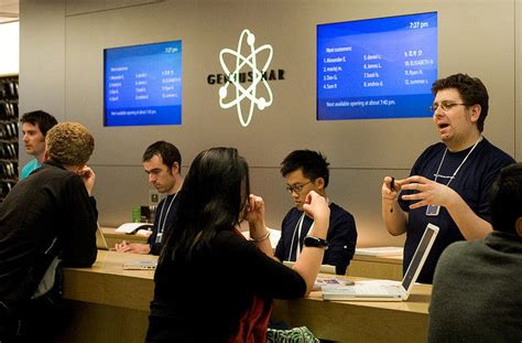 apple genius bar judge lawyer who filed class action suit against apple is