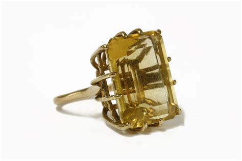 Cincin Single Pholised Ring a 9ct gold single emerald cut citrine ring claw set to a plain polished shank12 78g