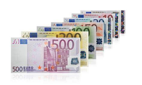 governatore della centrale europea banconote dal 2013 si rifanno il vestito