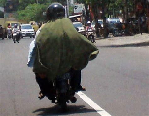 Jilbab Lebar himbauan untuk wanita berjilbab lebar yang mengendarai motor