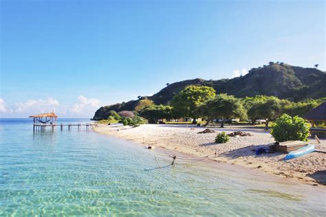 days night rinca island padar island  stay