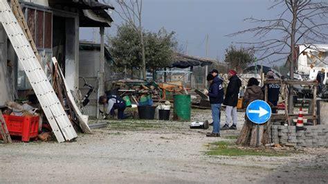 polizia stradale bagno di romagna caso teverini la polizia scava vicino ad un casolare in