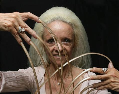 la donna con le unghie pi 249 lunghe mondo