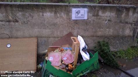d alba orari alba rifiuti abbandonati davanti all ecocentro di via