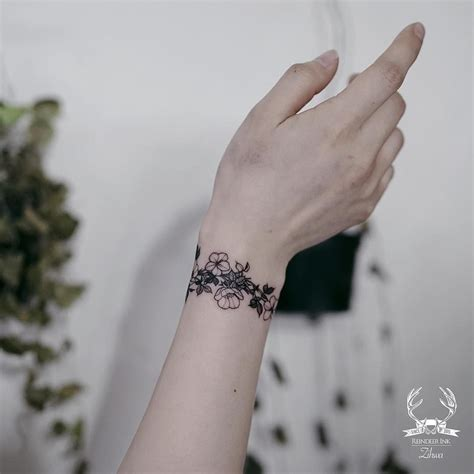 wrist tattoo information 10 8 k mentions j aime 33 commentaires reindeer ink