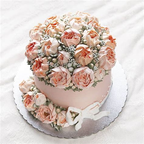Kem Basic Flower buttercream flower cakes are a delicious way to welcome