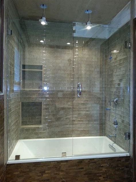 Bathtub With Shower Doors by Best 25 Bathtub Enclosures Ideas On Glass