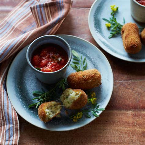 Croquette De Mozzarella by Potato And Mozzarella Croquettes Recipe Food Wine
