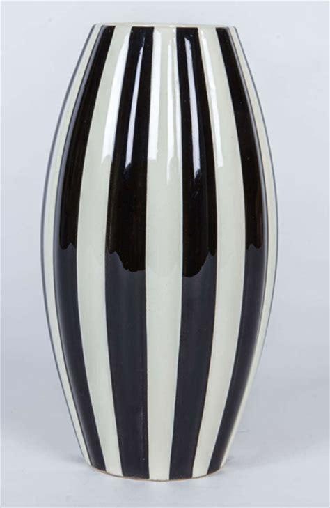 black and white pattern vase historical design i velten vordamm keramik bauhaus